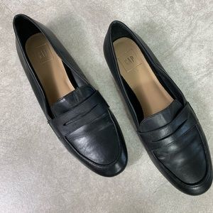 GAP Black Leather Penny Loafers Size 8.5